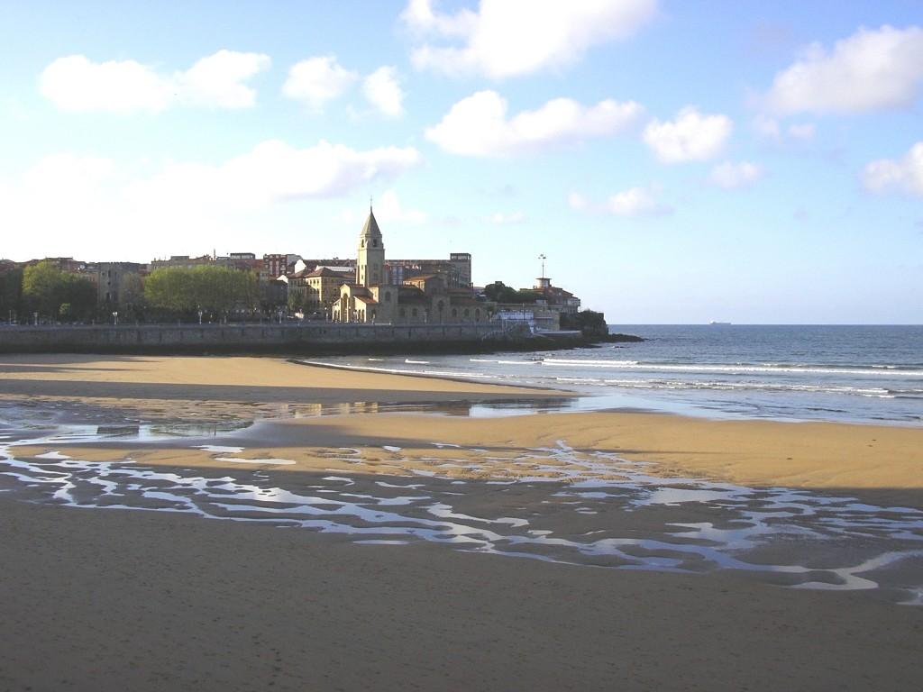 playa de san lorenzo gijon