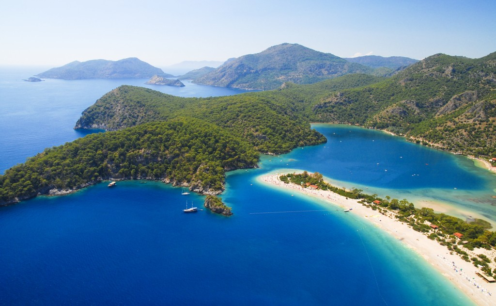 Blue lagoon of Oludeniz in Turkey