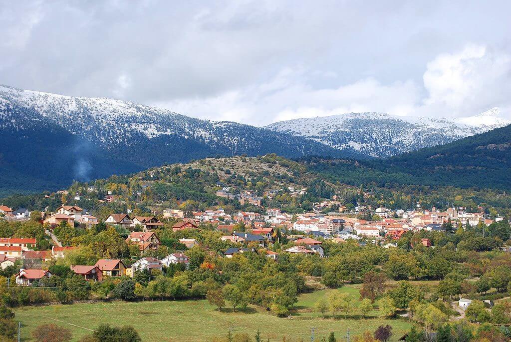 Mejores pueblos de madrid para visitar ranking 2018 for Piscina guadarrama