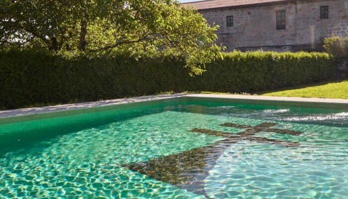 piscina del hotel monasterio san clodio